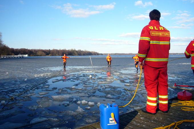 Wasserretter der DLRG trainieren für den Ernstfall - Foto: Mathias Dannenberg